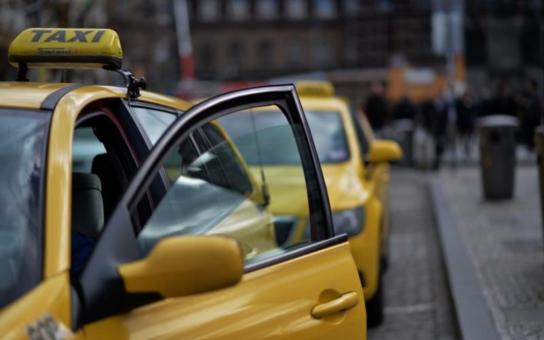 Praha bude mít bič na nepoctivé taxikáře. Co primátorka Krnáčová chystá?