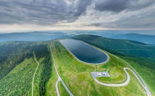 Infocentrum elektrárny Dlouhé stráně zahájilo letní provoz, exkurze se dostanou až k horní nádrži.
