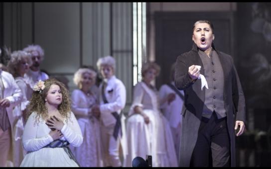 Vzhůru na barikády! Revoluční opera Andrea Chénier s hvězdným obsazením má premiéru v Národním divadle