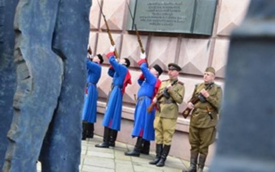 Vzpomínková květnová neděle: V prostorách Kounicových kolejí uctili památku obětí nacistické perzekuce. Pietní akce u příležitosti ukončení druhé světové války vyvrcholily na Moravském náměstí