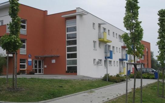 Česká alzheimerovská společnost otevřela kontaktní místo ve Zlíně. Jeho odborníci pomohou lidem, kteří zatím nechodí k lékaři, i rodinným příslušníkům, pečujícím o pacienty v domácím prostředí