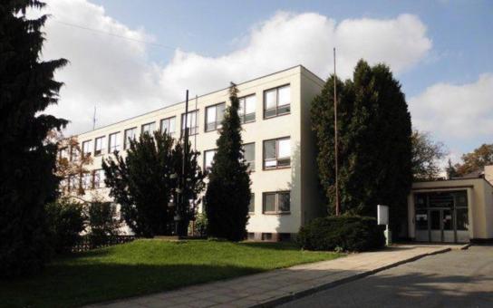 Průmyslovou školu v Rychnově nad Kněžnou čeká dvouetapová modernizace za 140 milionů korun. Náklady pokryje z 90 procent dotace, definitivně hotovo bude za tři roky