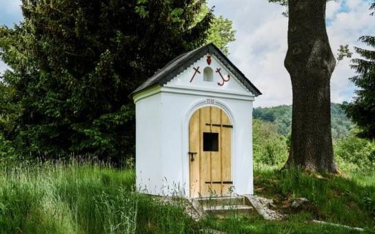Historické památce hrozilo zřícení, nyní je za hvězdu. Zrekonstruovaná kaplička v Horní Proseči skončila v celostátní soutěži na čtvrtém místě