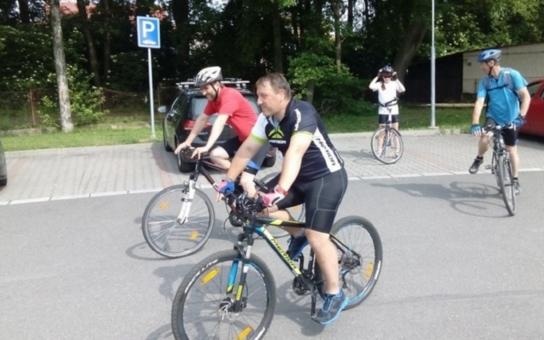 Druhá společná jízda zavedla účastníky soutěže Cyklopecek na Švýcárnu do Slatiňan. V červnu se mohou přidat další a i pro ně bude připraveno něco zdarma