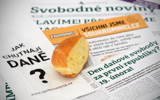 Andrej Babiš si vysloužil nový symbol - suché půlky koblih. V ulicích Brna je rozdávali Soukromníci jako symbol nenasytnosti ministra financí. Na vládu a její výdaje jsme totiž všichni makali až do minulé neděle