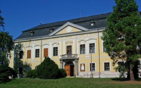 Olomoucký kraj našel nové využití pro zámek v Žádlovicích. Archeologické centrum do něj přesune svůj depozitář, náklady jsou předběžně odhadovány na 80 milionů korun