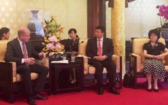 Hejtman Hašek doprovází premiéra v Číně. Vrcholem návštěvy má být podpis smlouvy na výstavbu lázeňského centra za dvě miliardy v Pasohlávkách