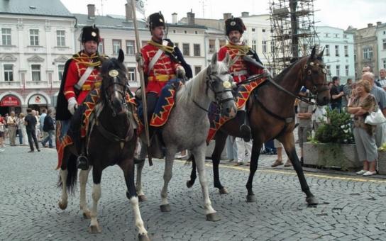 Trutnov si připomene 150. výročí významné bitvy Prusko-rakouské války. Na poli mezi Starým a Novým Rokytníkem se odehraje historické střetnutí, v němž bude bojovat 160 vojáků, 20 jezdců na koních a několik dělostřeleckých baterií