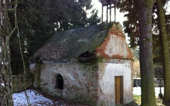 V zaniklé obci Zahrádka u Ledče nad Sázavou, která musela ustoupit vodní nádrži Želivka, konečně dochází na rekonstrukci zachovaných památek. Začali tu opravou zdevastované márnice a další investice budou následovat