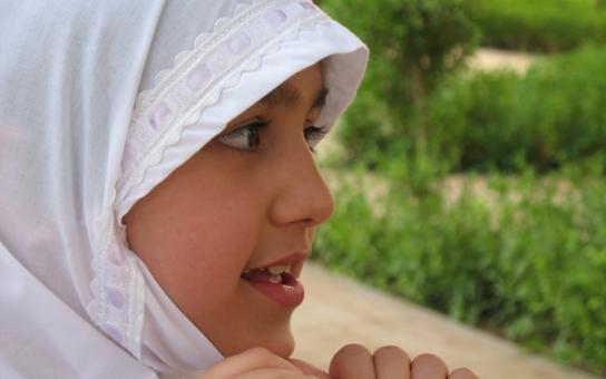Nemám věno, které bych dceři dal; ten muž přišel a zaplatil. Svatba byla druhý den, řekl Syřan, který prodal čtrnáctiletou dceru mnohem staršímu muži. Běžná praxe v muslimských zemích, se kterou si ale Západ neví rady