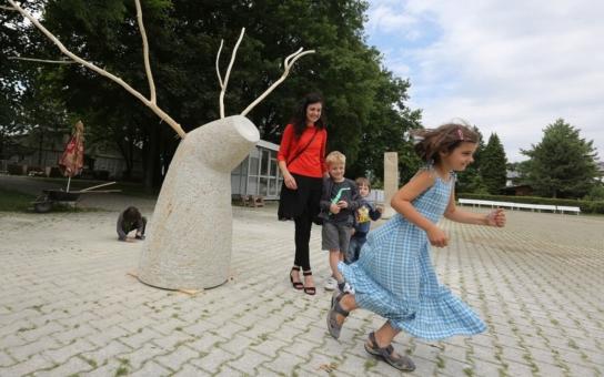 Sochařské sympozium v Litoměřicích vyvrcholilo slavnostním představením děl. Na výstavišti zůstanou do září, kde je během jubilejní podzimní Zahrady Čech zhlédnou tisíce návštěvníků