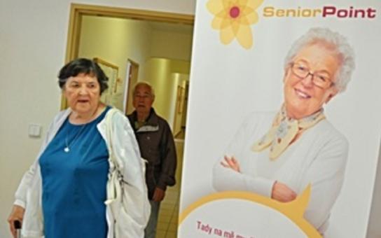 V Brně-Žabovřeskách otevřeli nový Senior Point. V kraji už jich je celkem čtrnáct. Důchodci si zde mohou vyřídit i průkazku na taxi