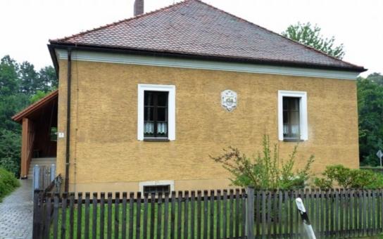Město Cheb chce prodat některé budovy, které vlastní v Německu. K mání jsou bývalá dětská léčebna v Querenbachu a bytový dům v Altmugelu