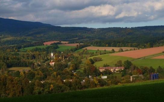Vesnicí roku 2016 v Královéhradeckém kraji se stal Rudník. Zlatou cihlu za příkladnou obnovu barokní fary získaly Žlunice