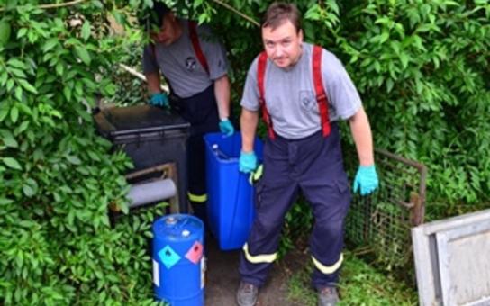 Z Nedvědice firma odvezla přes deset tun chemických látek s obaly. Stav nebezpečí kvůli výbušným a radioaktivním látkám už skončil