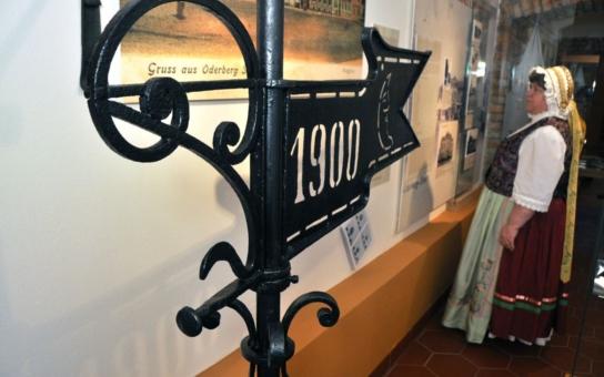 Historicky první městské muzeum v Bohumíně se pro veřejnost otevře již v pátek.  Stálá expozice o minulosti města vyrostla v suterénu secesního zrekonstruovaného domu Pod Zeleným dubem