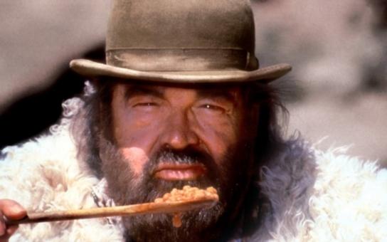 Po celý život miloval jedinou ženu a Boha. Král spaghetti westernů zvládal jako geniální dítě školy levou zadní, dvakrát zabodoval na olympiádě a prosadil se i jako hudební skladatel. Tajnosti slavných
