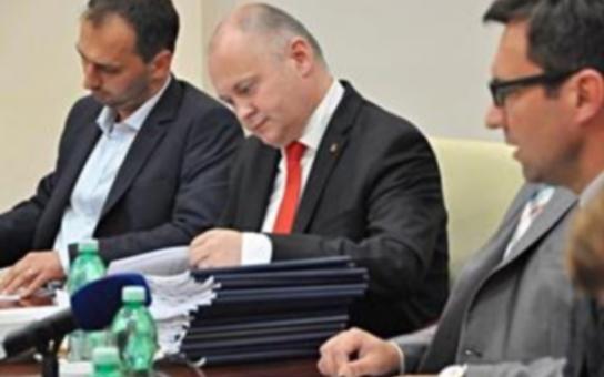 Krok k transparentnosti: Rada Jihomoravského kraje projednala analýzu smluv s Letištěm Brno a rozhodla o jejím úplném zveřejnění. Jaká jsou rizika?
