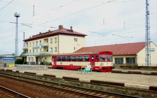 """Ministerstvo dopravy hodlá zrušit zastávku rychlíkových vlaků v Křižanově. """"Kraj Vysočina nás hází přes palubu,"""" zlobí se cestující. Termín pro připomínky na ministerstvo je do 10. července"""