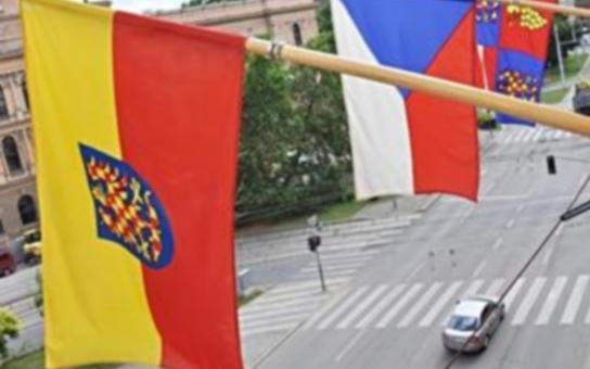 Vlajka vyvěšená na krajském úřadu připomíná historii Moravy. Hrdě se k jejímu odkazu hlásím, je kolébkou české státnosti, prohlásil dnes hejtman