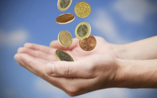 Na euru vyděláme, nebo budeme živit líné Řeky? Eurozóna je atraktivní klub, lobbuje za společnou měnu europoslanec