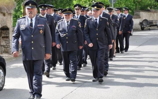 Velkomeziříčští hasiči slaví 145 let. Dobrovolná jednota hasičská byla založena jako první sbor s českým velením na Moravě. Při oslavách výročí uctili členové sboru památku jeho zakladatele