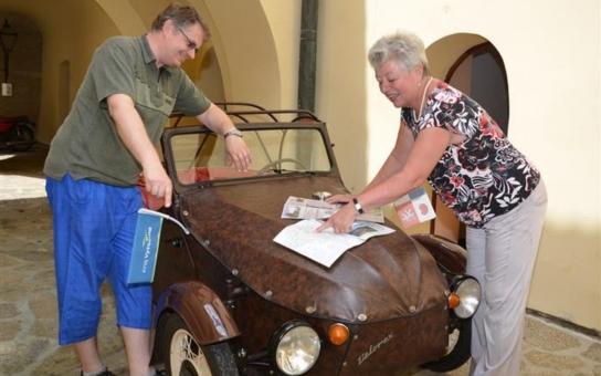 Motoristická expozice na hradě Kámen získala nový unikátní exponát, který osud zavedl až do Nizozemska a Německa. Nyní urazil téměř třicet devět tisíc kilometrů, aby se konečně vrátil domů