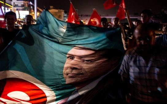Turecko se mění v islámskou diktaturu. A Evropa bohužel mlčí, říká senátor Ivo Valenta. Je nevyšší čas, aby Evropa přestala hrát s Tureckem hru na slepou bábu