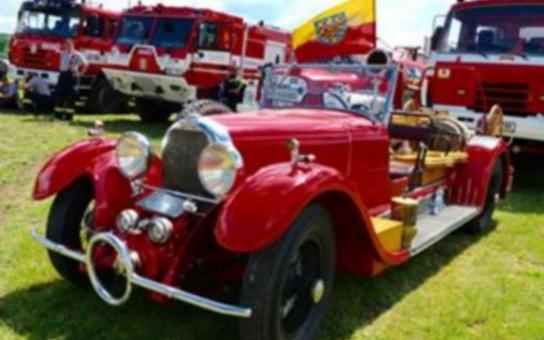 Dobrovolní hasiči z Okrouhlé slaví 120 let od založení sboru. Hejtman požárníkům mimo jiné přivezl defibrilátor