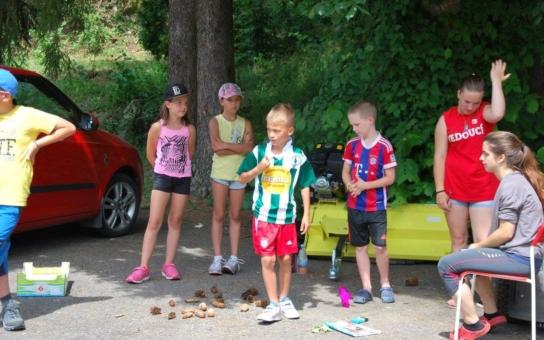 Tábor hrůzy: Smrad, špína, psí hovínka. Babycamp pro čtyř až šestileté  děti ale stále přijímá přihlášky, na týden za čtyři tisíce – prostě dobrý ´vejvar´ pro pořadatele?