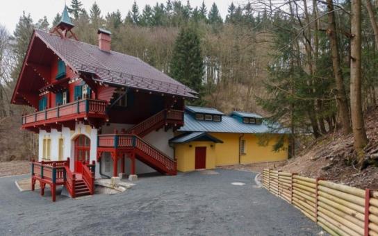 Unikátní památky v Karlovarském kraji se konečně začínají opravovat. Musel zasáhnout i prezident. Při návštěvě káral...