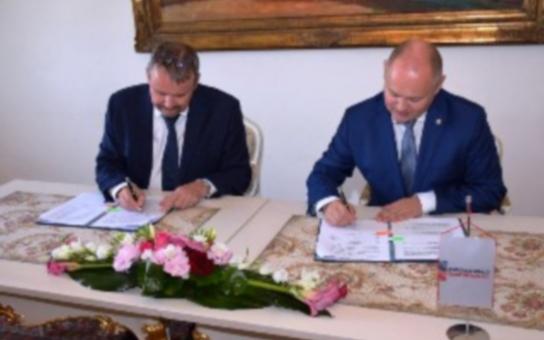 Na každou korunu stát přidá třicet haléřů. Šéf asociace krajů Michal Hašek s ministrem dopravy podepsal smlouvu o financování krajské železnice od roku 2020 do roku 2034
