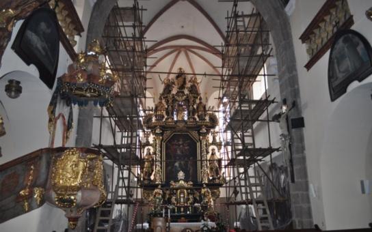 Město Pelhřimov přispělo na restaurování maleb v kostele sv. Bartoloměje. Na řadu nyní přišly Moudrost a Statečnost v presbytáři a konečně se dostane i na sakristii, kde už fresky doslova padají duchovním na hlavu