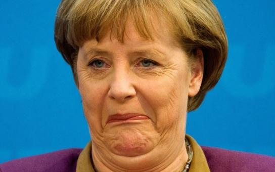 Ženský element dosud ve špičkách evropské politiky pořádně pokulhával, ale aspoň něco. Teď ale dostává Andělka Merkelovic pořádně na frak. Vedle téhle šťabajzny vypadá jako umolousaná tetka. A navíc to její trapné schovávání…