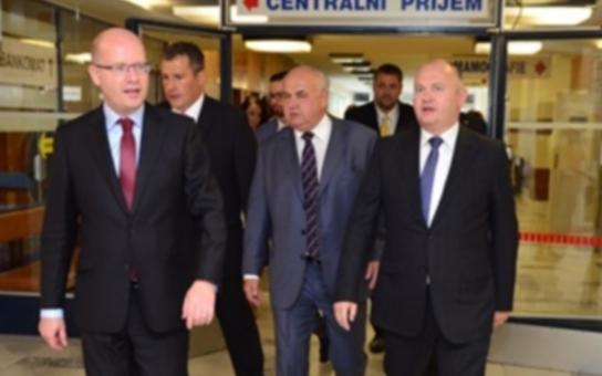 Hejtman a premiér jednali v Nemocnici Znojmo. Oba se shodují: Potřebujeme dlouhodobě zakotvit investici do lidí, kteří ve zdravotnictví pracují