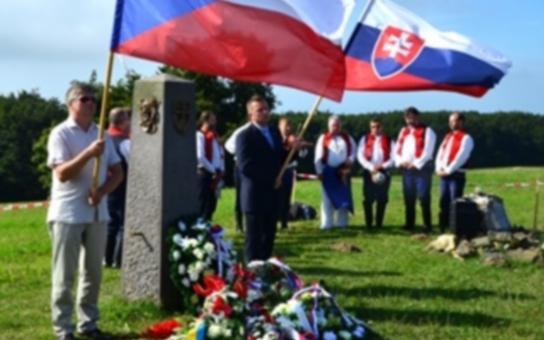 U slavností Čechů a Slováků na Velké Javořině nechyběl ani jihomoravský hejtman. Setkal se zde se zástupci z obou stran hranice