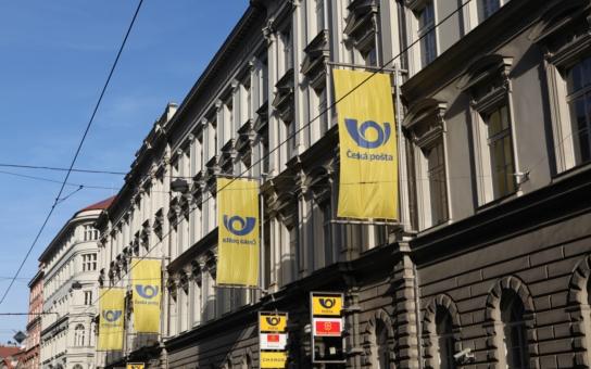 Česká pošta má manko 1,38 miliardy. Asi kvůli korupcím na slunci. Komentář Štěpána Chába