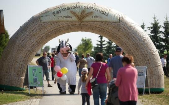 Čtvrtá Farmářská slavnost míří na jih Čech. Na statku Bemagro se dozvíte vše o zpracování mléka ve vlastní mlékárně, chovu prasat, ovcí a drůbeže