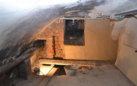 Sklepní prostory Oblastní galerie Vysočiny v Jihlavě se mohou proměnit na expozici hmatového umění. Historickou chodbu, navazující na jihlavské unikátní podzemí, už se ale nepodařilo zachránit
