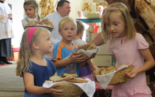 Náchod dodržuje starobylý zvyk svěcení Vavřineckého chleba. Na posvěceném pokrmu, který se jako jediný nikdy nepřejí, si pak pochutnali občané na Masarykově náměstí