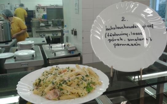 Oběd ze školní jídelny už nebude noční můrou. Od září se ve Šternberku výrazně mění nejen nabídka, ale i služby. Chutně se nají i strávníci se speciálními dietami a nově i 'přespolní'