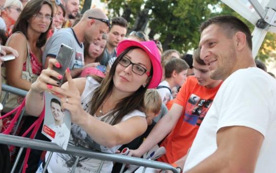 Rodná Jihlava přivítala čerstvého olympionika Lukáše Krpálka opravdu velkolepě. Podívejte se, máme fotky