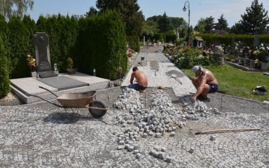 Nákladná rekonstrukce bíloveckého hřbitova finišuje o dva měsíce dřív. Součástí nového lapidária bude i zhruba čtyřicet náhrobků z opuštěných německých hrobů