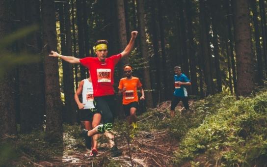 V zimě na běžkách, v létě po svých! Zaběhněte si letní běžeckou variantu legendární Jizerské 50. Vybrat si můžete ze tří tras
