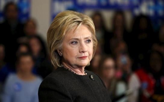 Trpí prezidentská kandidátka stařeckou demencí? Tyto pověsti vydatně přiživuje její konkurent, ale… Některé věci by nemoci mohly napovídat. Na internetu koluje toto