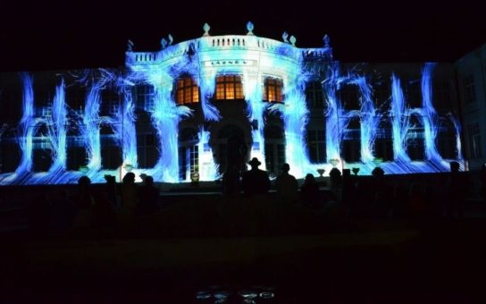 Významné budovy Karlových Varů i další významná místa ve městě se obléknou do světelného hávu v rámci Festivalu světla. Jedna z vrcholných akcí oslav narození Karla IV. se uskuteční již v pátek a sobotu