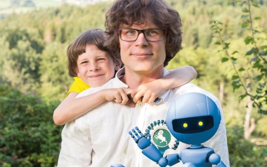 Škola pro 21. století by neměla produkovat armádu robotů, kteří si do mozku jak do softwaru nahrají nějaké vědomosti, ale nemyslí vlastní hlavou… Tomáš Pajonk radikálně? Posuďte sami