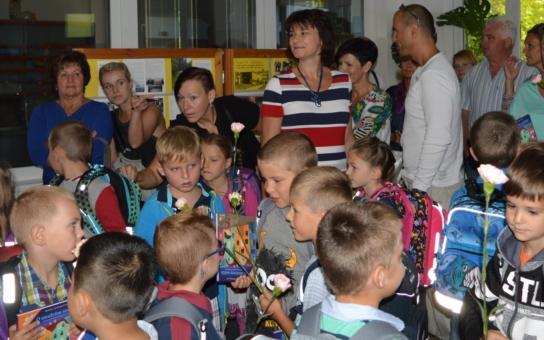 Tak už jim ten desetiměsíční kolotoč začal... Čáslavský starosta Strnad zavítal do nejnovější z místních základních škol. Má na ni vzpomínky z doby plné problémů