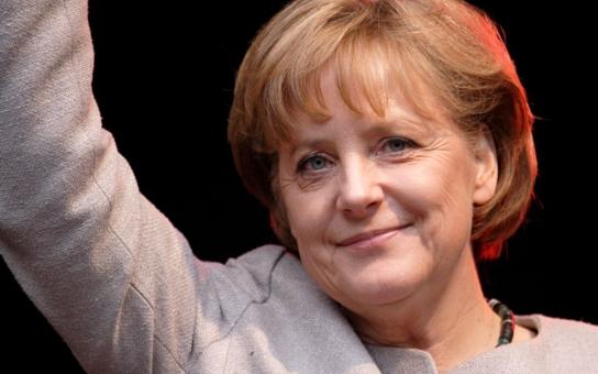 """""""Německo zůstane Německem se vším, co milujeme a je nám tak drahé,"""" říká mama Merkel. Jenže dnešní Němci chodí na pouť do Mekky a Hitler by většinu z nich nejspíš zplynoval. Co je německá identita dnes?"""