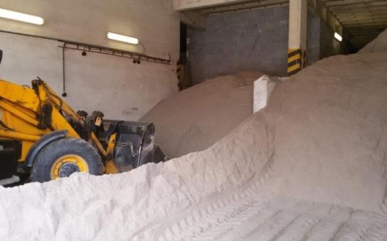 Centrální plzeňský obvod se připravuje na zimní údržbu. Připraveno bude 250 tun bílého písku a 40 tun kamenné soli, na tu ale dojde pouze v krajních případech